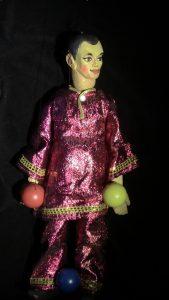 kiinalainen-jongloori-iloinen-klovni